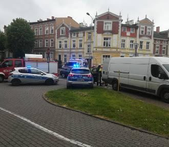 Policjanci uratowali życie mężczyźnie, który zasłabł za kierownicą
