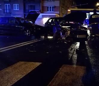 Zderzenie aut na skrzyżowaniu ulic Górnośląskiej i Staszica w Kaliszu [FOTO]