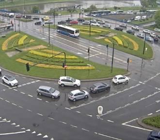 Kolejny dzień fatalnej sytuacji na krakowskich drogach. Miasto sparaliżowane