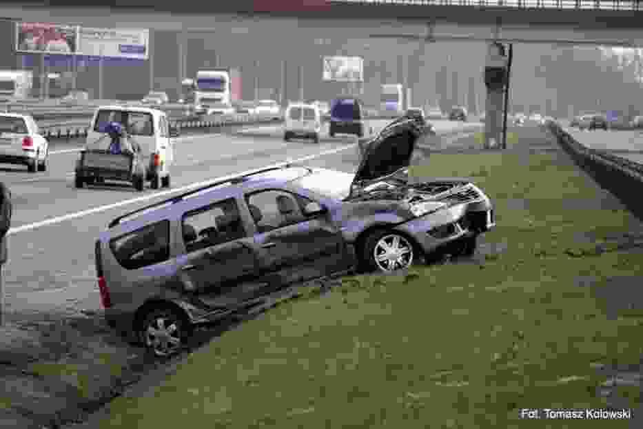W zdarzeniu brały udział dwa auta: Dacia oraz Ford (niewidoczny na zdjęciach) Fot