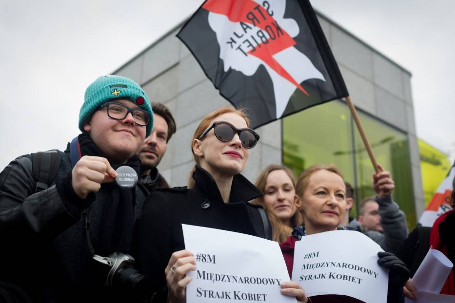 Jessica Chastain na strajku kobiet w Warszawie. Znana aktorka też protestowała [ZDJĘCIA]