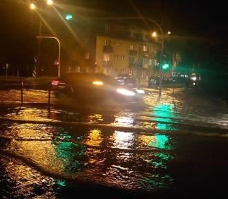 Nowy Targ. Intensywna ulewa zalała miasto. Główna ulica w mieście pod wodą
