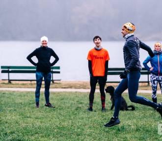 Indywidualne treningi biegowe na leśnych ścieżkach