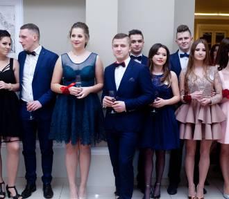 Licealiści z Bochni balowali przed maturą