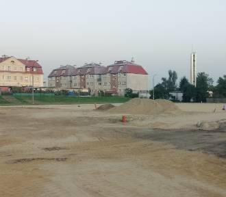 Trwa budowa boiska wielofunkcyjnego w Prabutach [ZDJĘCIA]