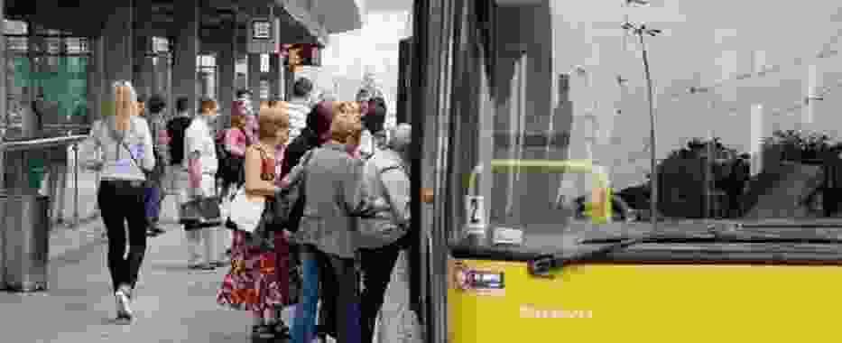 Od 29 sierpnia we Wrocławiu obowiązują mocno okrojone rozkłady jazdy autobusów i tramwajów