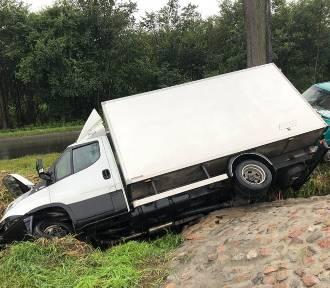 Wypadek w Nakle. Zderzyły się dwie półciężarówki [zdjęcia]
