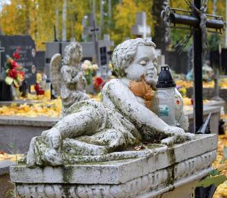 Okruchy pamięci. Cmentarz św. Józefa w Skierniewicach przed Świętem Zmarłych