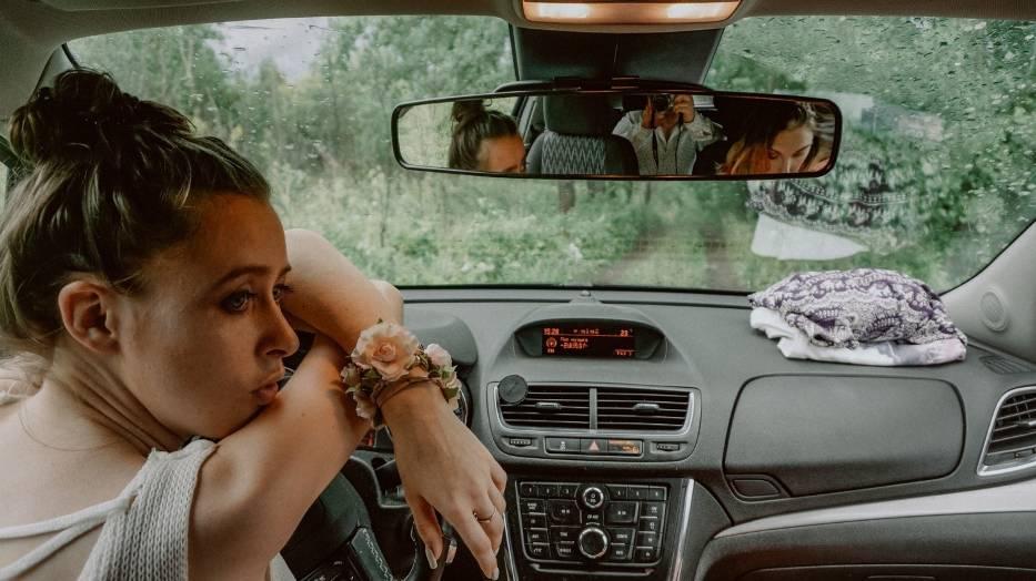 Jak jeździć, by nie uprzykrzać życia innym i samemu mniej się frustrować? Sprawdź, co cechuje kulturalnego kierowcę