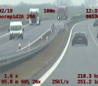 Kierowca BMW pędził po drodze S3 218 km/h! [WIDEO]