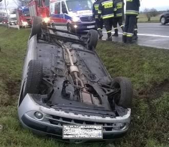 Samochód osobowy dachował w Młodasku [FOTO]