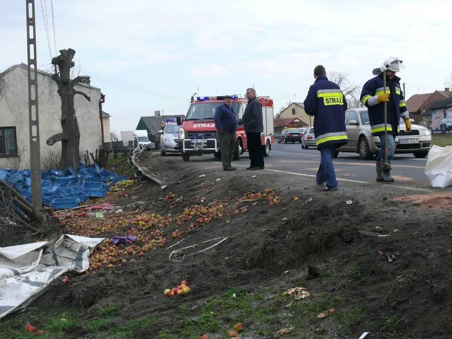 Po wypadku dużo pracy mieli strażacy
