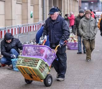 W mieście trwa usuwanie zniczy