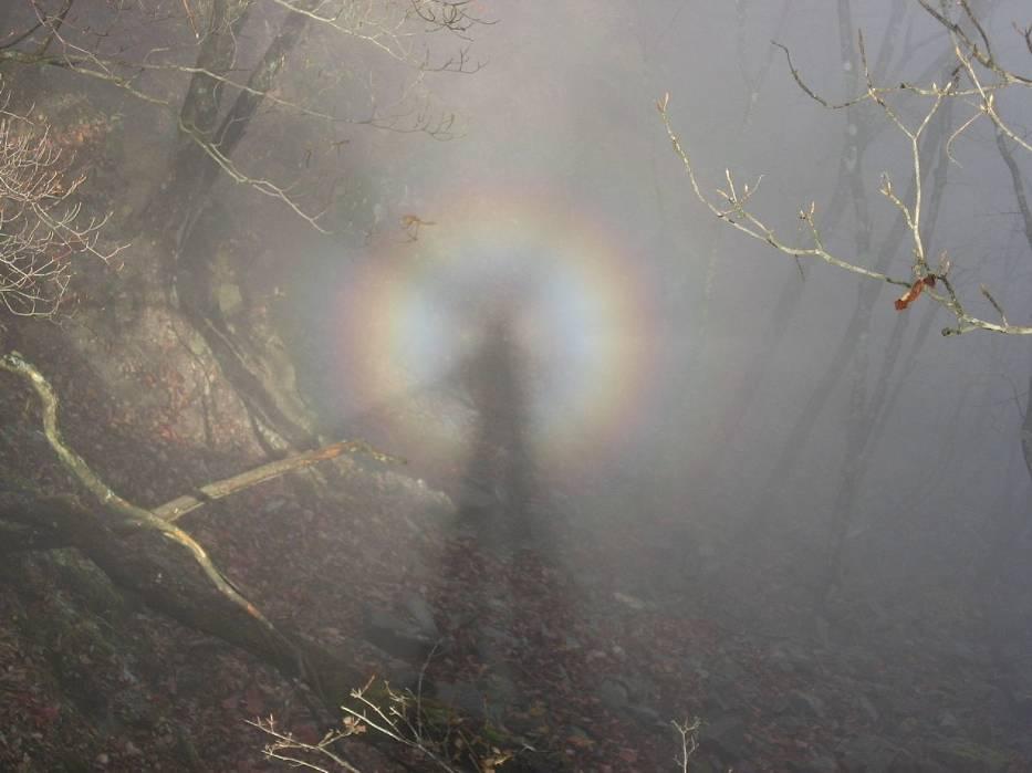Widmo Brockenu -  zjawisko optyczne spotykane m