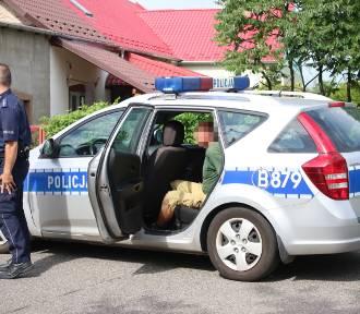 Pijany traktorzysta uderzył w radiowóz. Dwóch policjantów rannych [ZDJĘCIA]