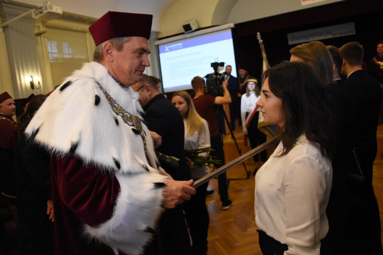 - Życzę wam, byście dobrze wykorzystali szansę na dobrą przyszłość - mówił do zgromadzonych studentów rektor PO