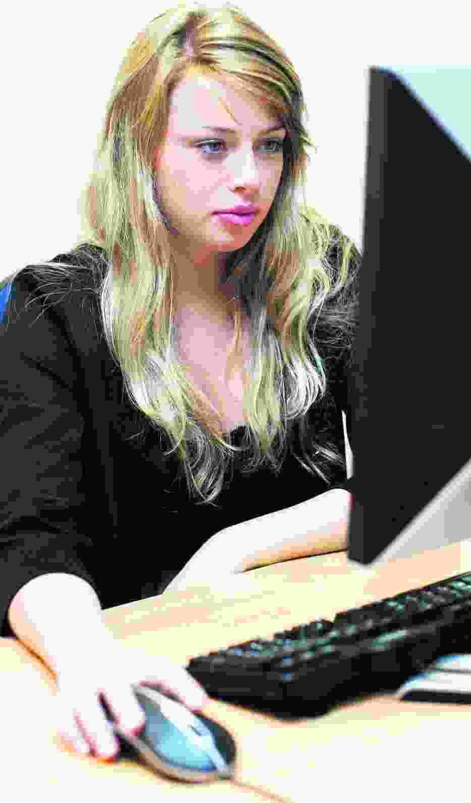Komputery i sieć nie zawsze pomagają studentom UW