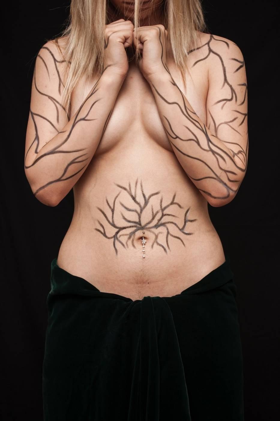 Tatuaż może zakryć bliznę, abo ją wyeksponować