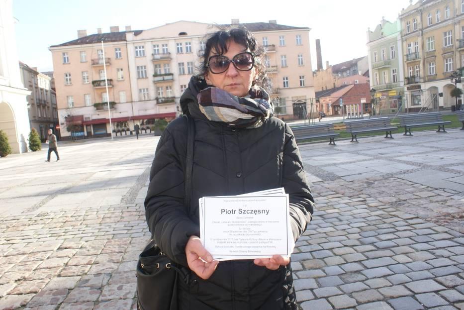 KOD w Kaliszu rozdawał mieszkańcom manifest Piotra Szczęsnego