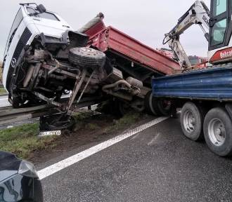 Wypadek ciężarówki na obwodnicy Krakowa A4. Powstał wielki zator