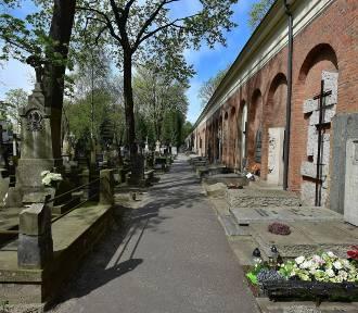 Na Powązkach pochowano byłego szefa SB uwikłanego w zabójstwo ks. Popiełuszki