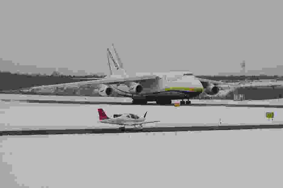 Rusłan An-124 na lotnisku w Łodzi