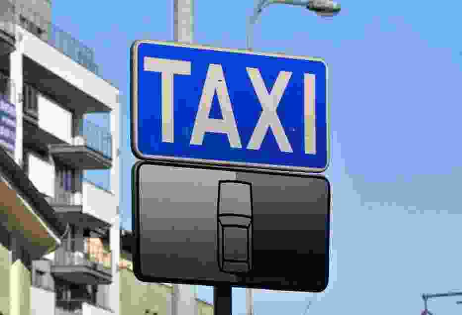 Taksówkarze oddadzą licencje i zablokują drogi? Walka z nielegalnymi przewoźnikami trwa