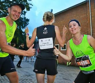 Nocny Półmaraton: Biegnąc pomogli Agnieszce i Kacprowi