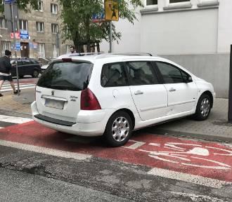 Mistrzowie Parkowania cz. 23.Najgorzej postawione samochody w Warszawie! [ZDJĘCIA]