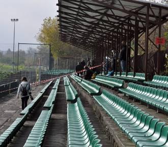 Pełne emocji II-ligowe derby Krakowa przy pustych trybunach