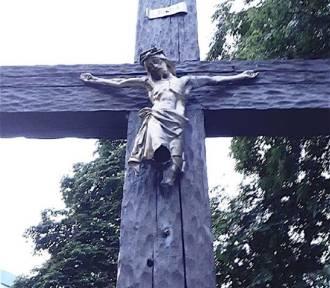 Dewastacja krzyża w Katowicach. Uszkodzono figurę Jezusa