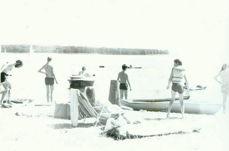 Tak dawniej spędzano wakacje nad zalewem w Pińczowie. Niesamowite zdjęcia z archiwum Klubu Wodnego Kon - Tiki ARCHIWALNE ZDJĘCIA