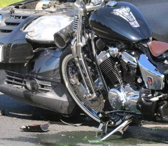 Wypadek między Golanką Dolną a Prochowicami, ranny motocyklista