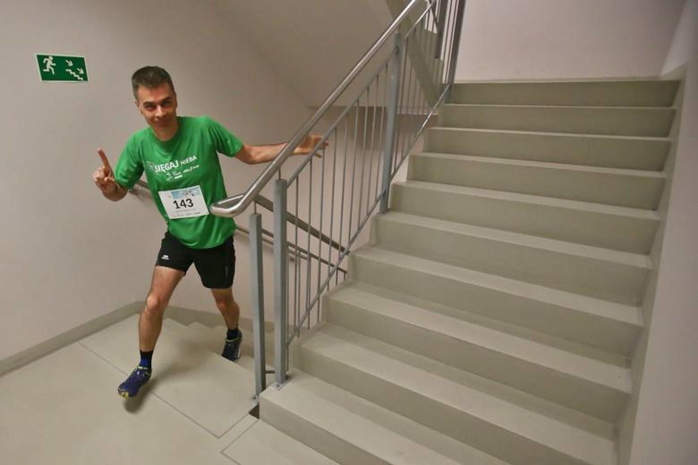 Bieganie po schodach to dyscyplina sportowa która polega właśnie na wbieganiu na kolejne piętra budynków