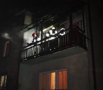 Pożar w bloku w Zduńskiej Woli Karsznicach ZDJĘCIA