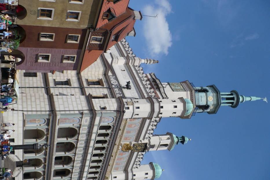 Zbliża się południe, jesteśmy przed poznańskim Ratuszem – jednym z najcenniejszych zabytków architektury renesansu w Europie