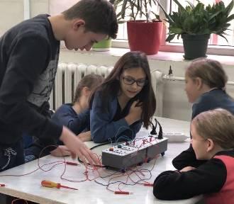 Zajęcia mechatroniczne dla uczniów SP nr 1 odbyły się w ZSP nr 1 w Łowiczu [ZDJĘCIA]