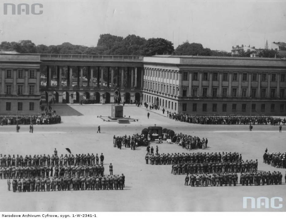 Zdjęcia Pałacu Saskiego z lat 20., 30. i 40.