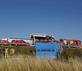 Wypadek autokaru na A1. Dzieci zostaną w szpitalu