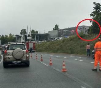 Zakręt mistrzów w Sosnowcu. Kierowca z dzieckiem wypadł z drogi