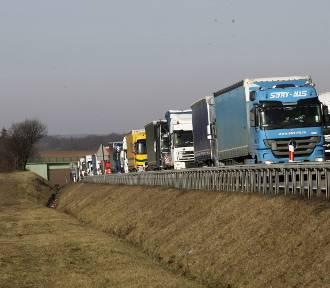 Uwaga kierowcy. Groźne wypadki na A4 na trasie Wrocław-Legnica. Co się stało? (AKTUALIZACJA)