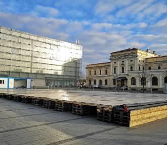 Przy Galerii Krakowskiej powstaje lodowisko. Tylko czy będzie można jeździć? ZDJĘCIA