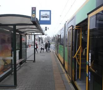 Wypadek na Winogradach - pasażer wypadł z tramwaju