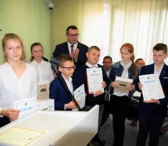 42 uczniów nagrodzonych w finale kampanii edukacyjnej gminy Warta [FOTO]