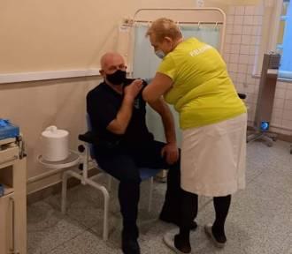 Nysa. PiS zamiata sprawę szczepienia starosty pod dywan - twierdzą radni Platformy