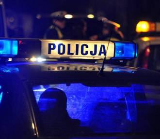 Wypadek na 35: Opel uderzył w drzewo. Ranne 6-letnie dziecko