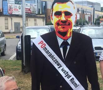 Protest w Rumi przeciw PO i burmistrzowi Pasiecznemu [AKTUALIZACJA]