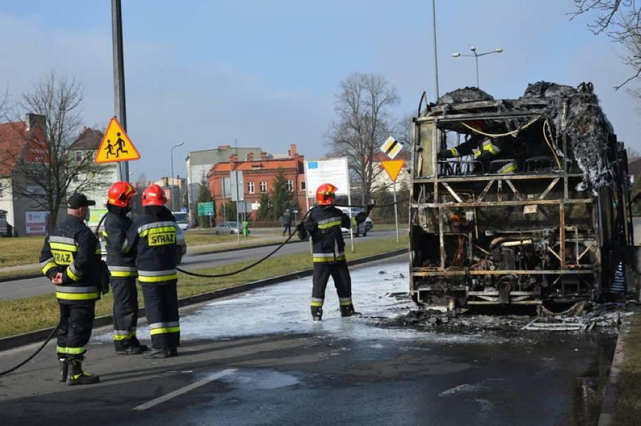 Autobus spalił się niemal doszczętnie