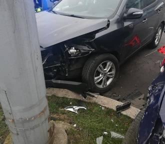 Stłuczka dwóch aut osobowych na placu Rodła
