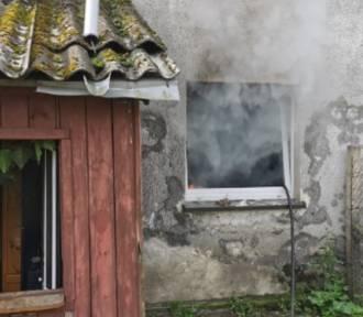 Tychowo: Pożar budynku kilkurodzinnego [ZDJĘCIA] - jedna kobieta zasłabła
